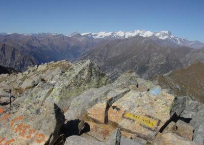 vista sul monte Rosa e segnavia per il colle della Vecchia