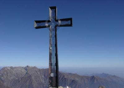 la croce di vetta al monte Cresto